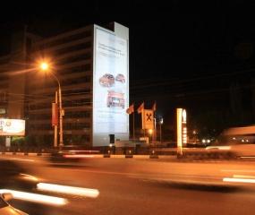 Брандмауэр «Audi» - Московский пр-т, д. 4 (сторона А), ночной вид