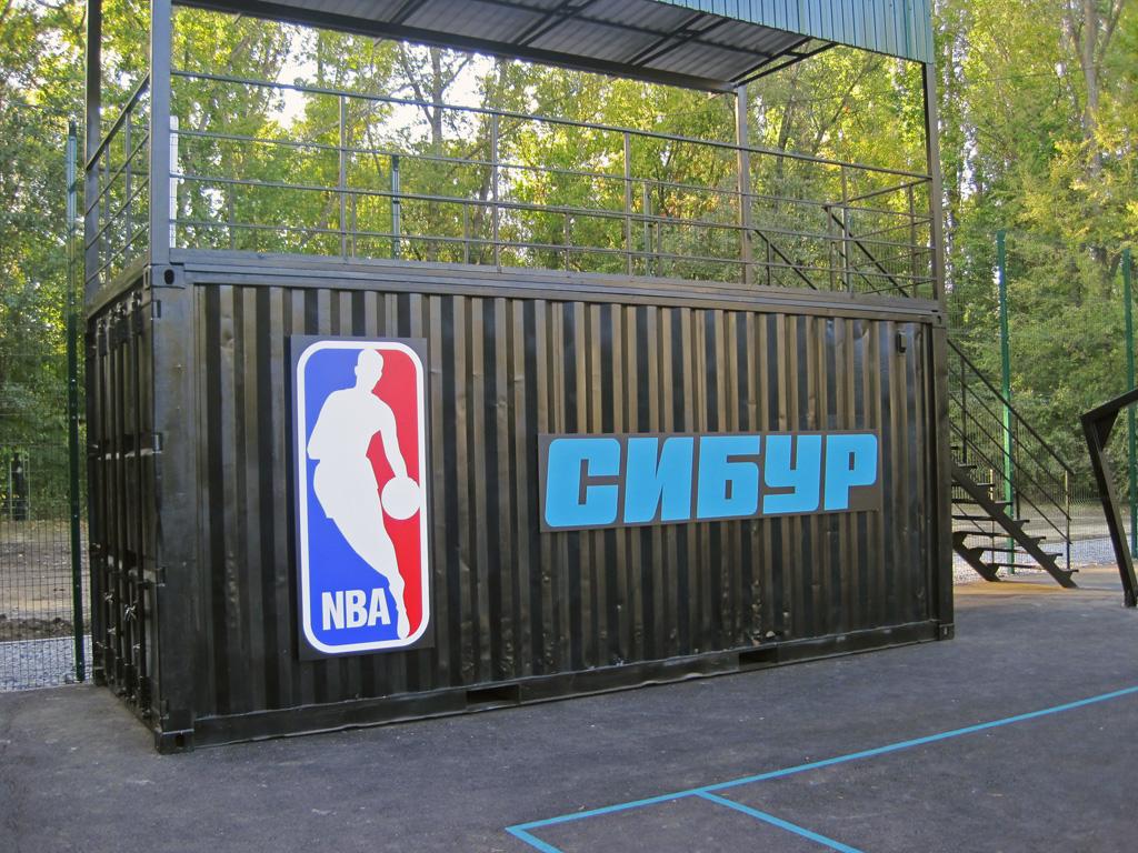 Не световые логотипы «NBA» и «СИБУР»