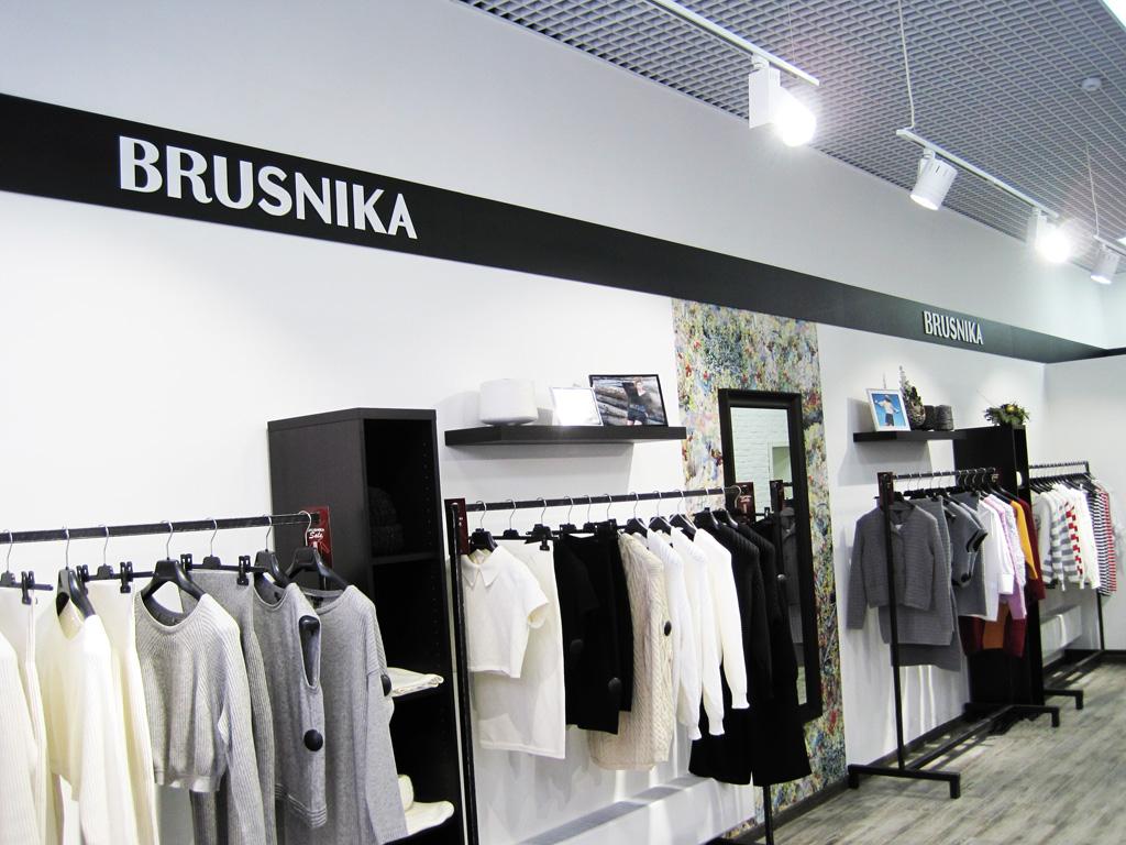 Магазин «Brusnika», плоские несветовые буквы, левая стена