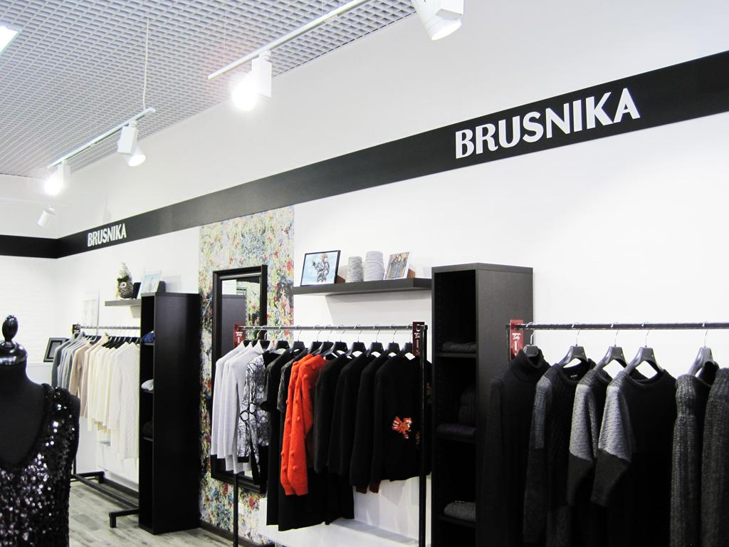 Магазин «Brusnika», плоские несветовые буквы, правая стена