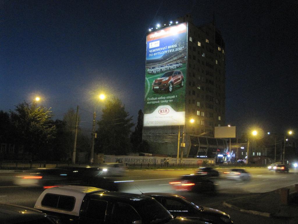 Брандмауэр «KIA», ул. Ленина, д. 56, ночной вид