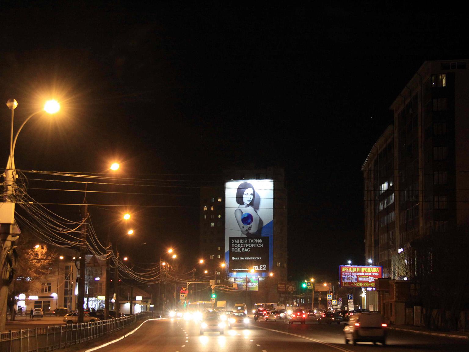 Брандмауэр «TELE2», ул. Ленина, д. 56, ночной вид
