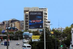 Размещение рекламного баннера «Volkswagen» в рамка рекламной кампании по продвижению нового седана Jetta