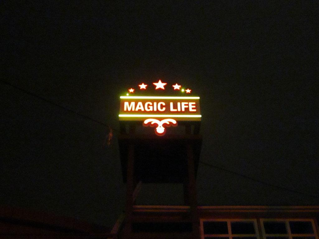 Световые вывески «MAGIC LIFE»